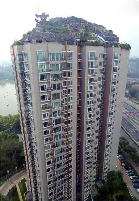 ساختن کوه روی طبقه 26ام ساختمان!! تصاویر