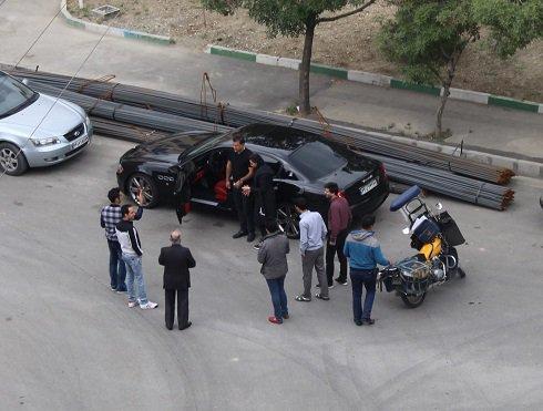 علی دایی و همسرش در محاصره هواداران!!  عکس