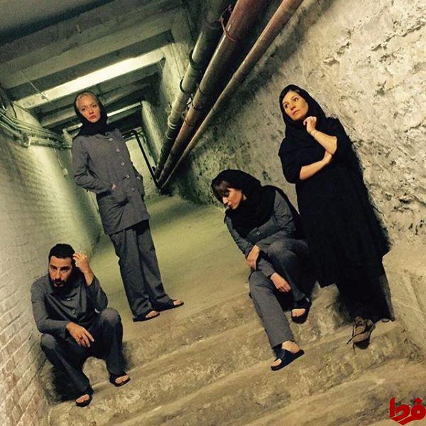 مهناز افشار همراه با سایر بازیگران تئاتر دکلره در کانادا عکس