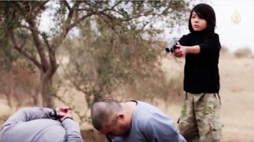 اعدام دو مرد روسی توسط کودک داعشی