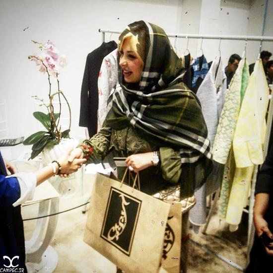 عکس های جدید نیوشا ضیغمی و همسرش در بازارچه خیریه