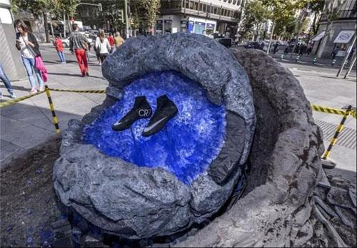 رونمایی از کفشهای عجیب و فضایی رونالدو