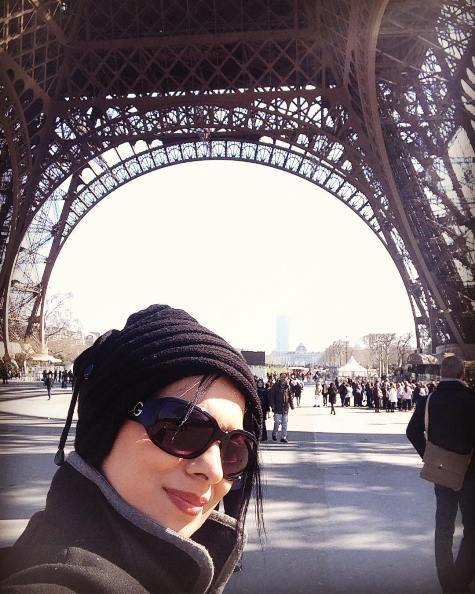 سلفی های روشنک عجمیان در کشور فرانسه! تصاویر