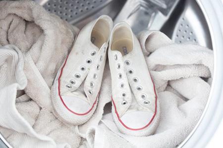 نحوه شستن کفش های کتانی