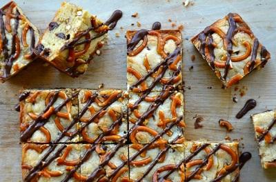 یک شیرینی ابتکاری و بسیار خوشمزه با چوب شور و شکلات! عک