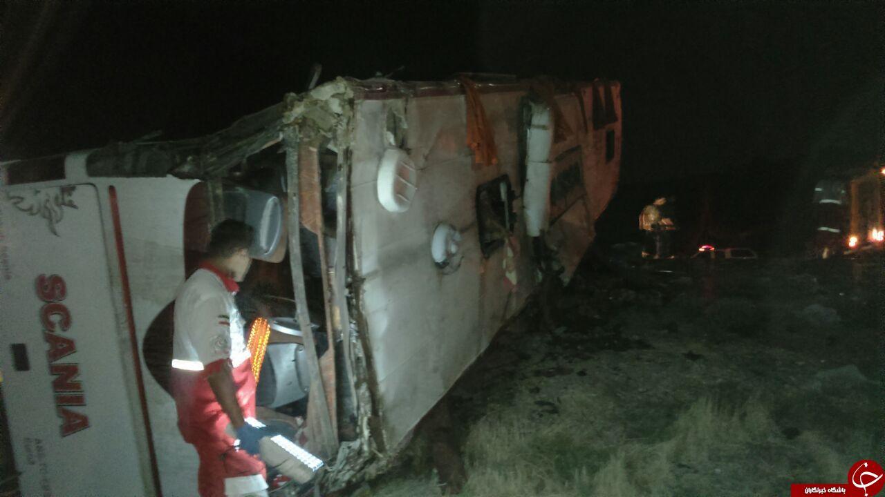 سقوط مرگبار اتوبوس به دره در مسیر کرمان شیراز با 35 کشته و زخمی