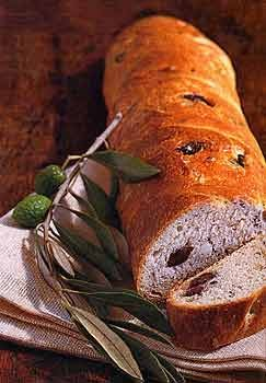 نان فرانسوی خوش عطر و خوش طعم با زیتون و آویشن! عکس