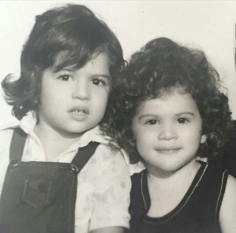 ویشکا آسایش در کنار خواهرش اویسا در کودکی! تصاویر