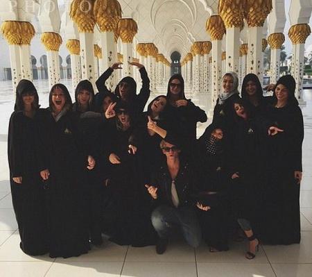 جنجال حضور «سلنا گومز» در مسجد شیخ زاید تصاویر