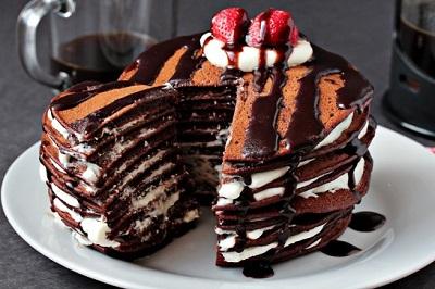 یک صبحانه لذیذ و انرژی زا با پن کیک شکلاتی! عکس