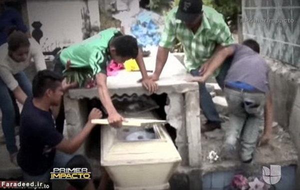 زنده شدن دختر جوان در داخل قبر