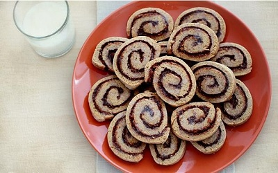 شیرینی رولی دارچینی بسیار زیبا و لذیذ! عکس