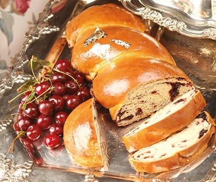 نانِ خوشمزه بادام و آلبالو مخصوص عصرانه