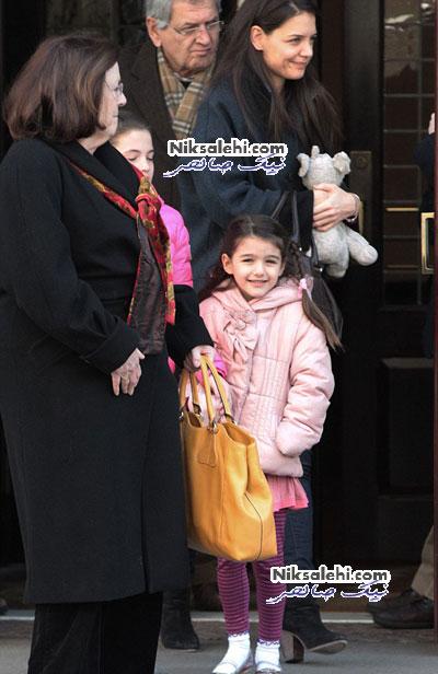 دختر تام کروز به همراه پدربزرگ و مادربزرگش