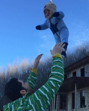 عکسهای شهرام محمودی والیبالیست تیم ملی و پسرش تصاویر