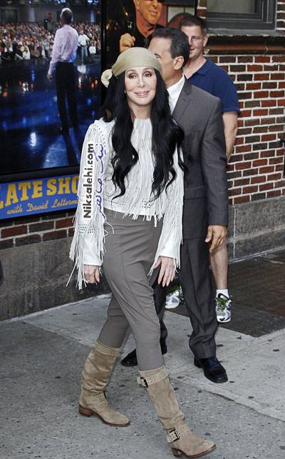 خواننده مشهور زن با تیپ دزد دریایی