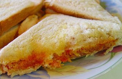 طرز تهیه ساندویچ نان تست با نخود! عکس