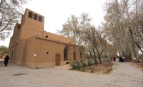 گردشی تاریخی و به یادماندنی در باغ پهلوان یزد