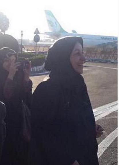همسر ظریف در فرودگاه عکس