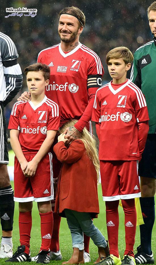 دیوید بکهام، دختر و پسرانش با تیپ قرمز در مسابقه فوتبال