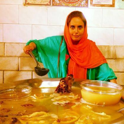 عکس الناز شاکر دوست در کله پاچه فروشی