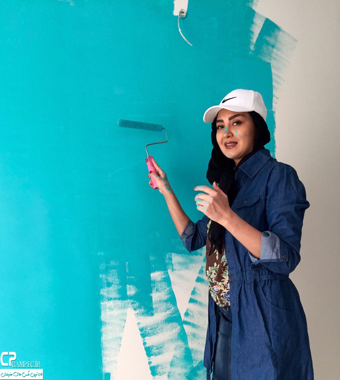 عکس های جالب مریم معصومی در حال رنگ زدن اتاقش