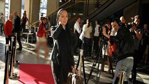 مد و لباس نیکی کریمی روی فرش قرمز جشنوارهای در استرالیا ۲۰۱۳