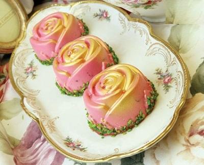 پودینگ خوش رنگ زرشک با طعم ترش و شیرین! عکس