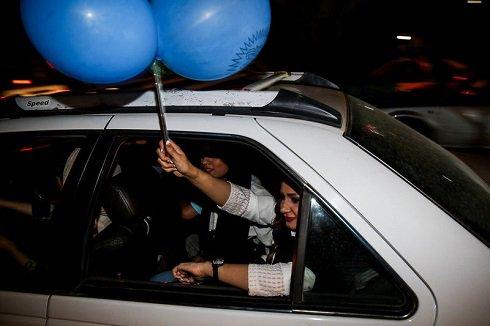 شادی دختران و پسران اهوازی در خیابان پس از قهرمانی استقلال خوزستان  تصاویر