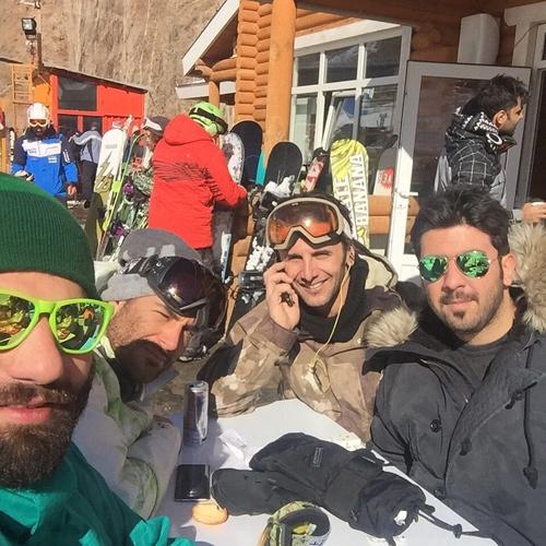 محمدرضا گلزار و امین حیایی در پیست اسکی