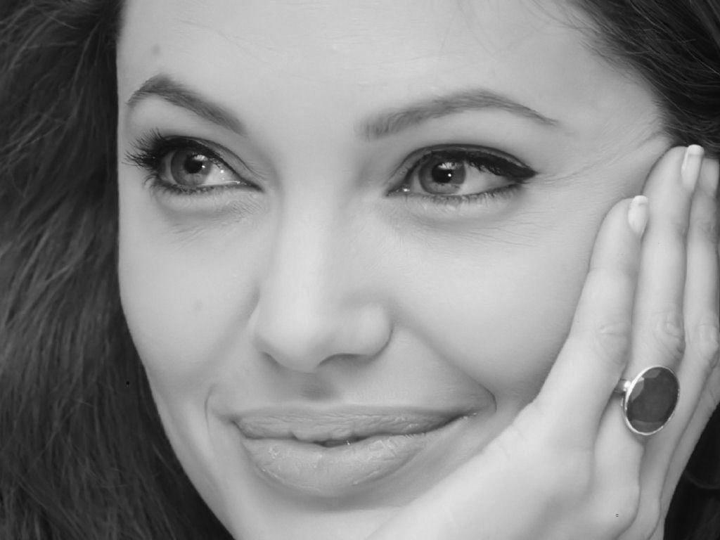 شباهت جالب دختر روسی به آنجلینا جولی! تصاویر