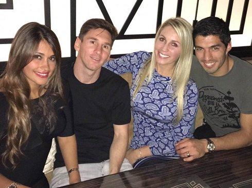 دورهمی لیونل مسی و همسرش در کنار دوستان عکس
