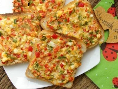 برشهایی از نان و پنیر برای صبحانه!