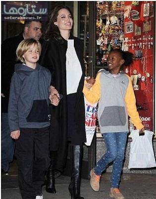 چهره خندان آنجلینا جولی و ۲ فرزندش در نیویورک! عکس