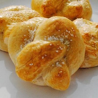 نان پاپیونی زیبا و خوشمزه با سس سالسا! عکس