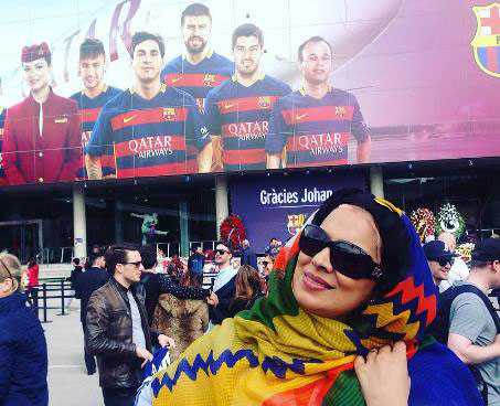 روشنک عجمیان و همسرش در ورزشگاه بارسلونا تصاویر