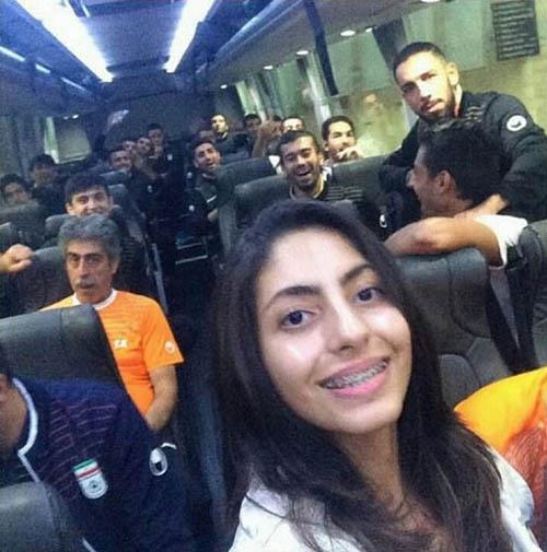 سلفی هوادار دختر در اتوبوس تیم ملی ایران
