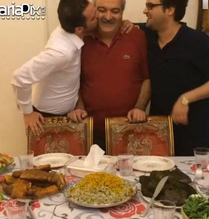 مهدی و محمد سلوکی در کنار پدرشان