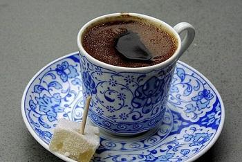 طرز تهیه قهوه ترک، از دم کردن تا نحوه سرو عکس