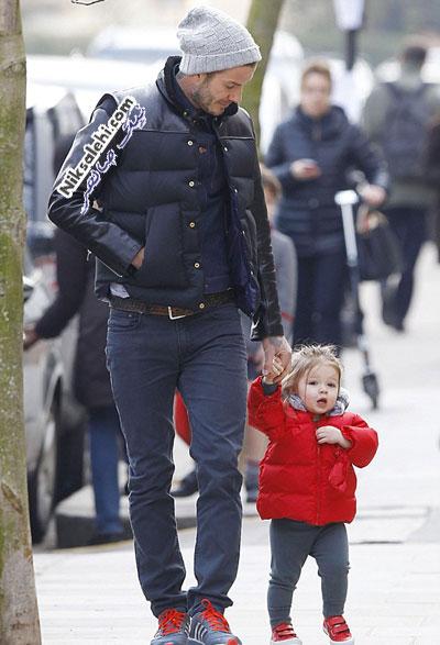پیاده روی دیوید بکهام و دخترش