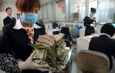 مشتری که همه کارمندان بانک را سرکار گذاشت