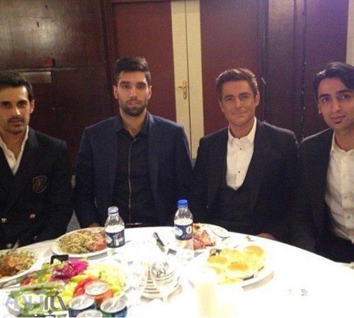 سعید معروف، رضا گلزار و سید محمد موسوی در یک رستوران