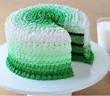 کیک شکلاتی محبوب با خامه های رنگی