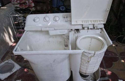 گیر کردن کودک سه ساله بازیگوش در ماشین لباسشویی