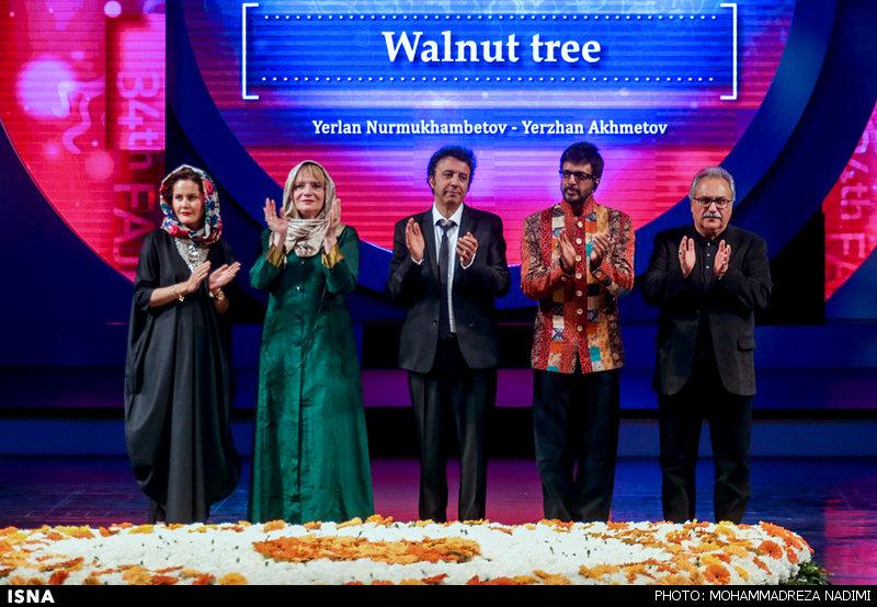 بازیگران مشهور در اختتامیه سی و چهارمین جشنواره بین المللی فیلم فجر