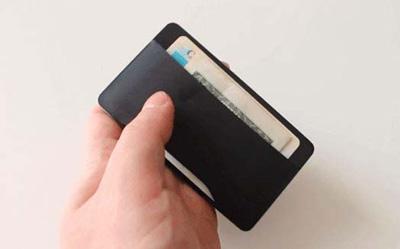 کیف کارتی هوشمند که با اثر انگشت کار میکند