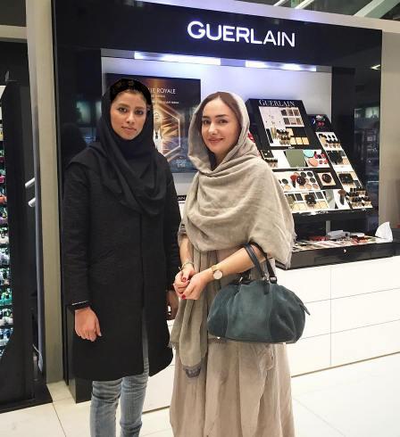 حضور بازیگران زن در یک فروشگاه لوازم آرایشی
