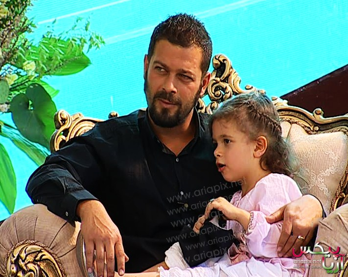 جدیدترین تصاویر پژمان بازغی به همراه همسر و دخترشان