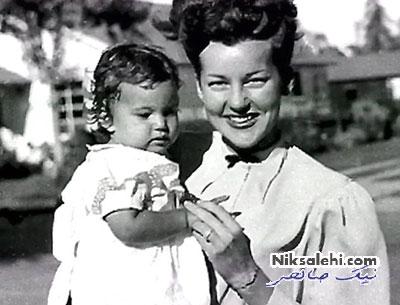 چهره جوان و باورنکردنی مادر 87 ساله خواننده مشهور