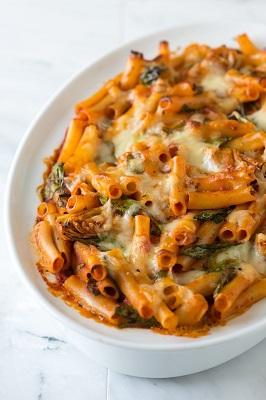 بفرمایید ماکارونی خوشمزه با پنیر و اسفناج! عکس
